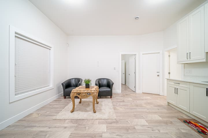 Private 1 bedroom suite/own entrance in Vancouver