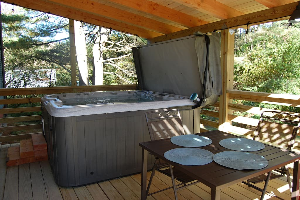 NEW deck and Jacuzzi--first level but access for 2nd level renters