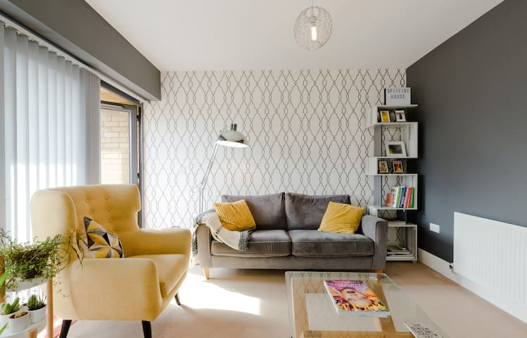 Serry's Spacious Apartment Near Heathrow Airport