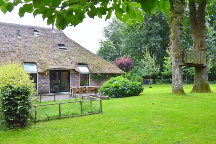 An atmospheric farm house within walking distance of megalith and Drents-Friese Wold