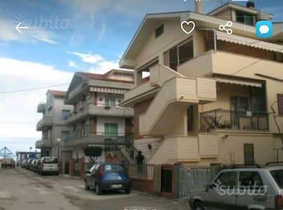 APPARTAMENTO A 30 mt dal mare - Pineto, Abruzzo, IT - Lägenhet