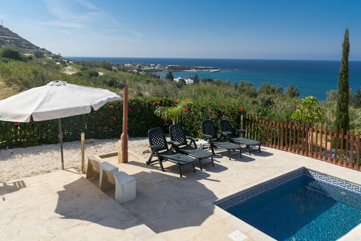 Peaceful Villa 4 Families, Bbqs, Sea views + pool
