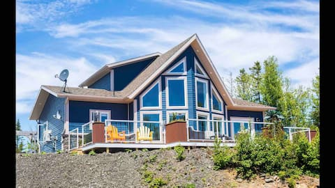 Stunning Ocean View Home - Cozy Cove Chalet