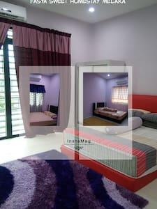 Low Budget Family Homestay Malacca - Melaka - Casa