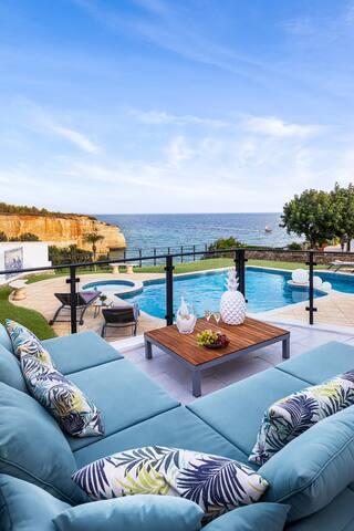 Beautiful villa at frontline Benagil beach / Caves