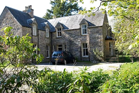 Drumin Farmhouse - lovely old house, sleeps 10 - Glenlivet - Hus