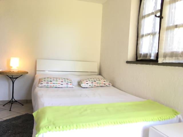 Camera, bagno, ingresso indipendent - Pietrasanta - House