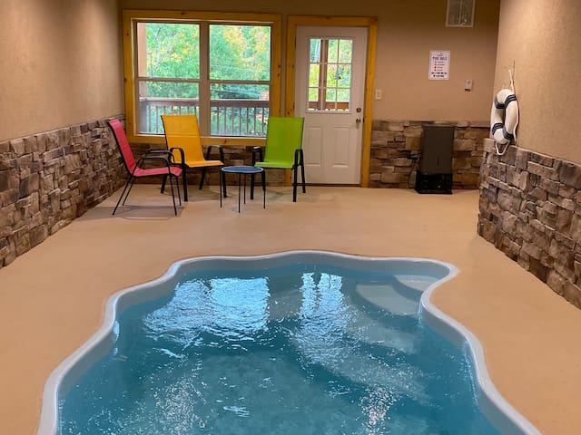 Brand new (10/19) pool cabin w/theater & game room