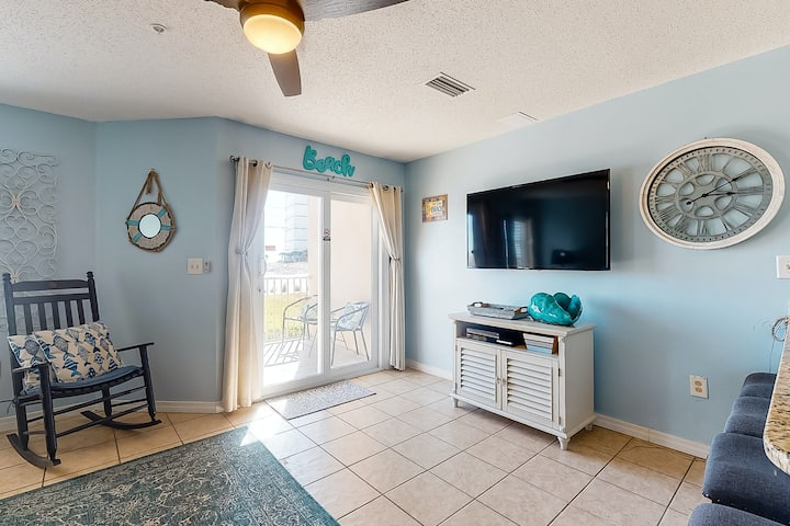 Gulf front dream w/ private patio, shared pool/hot tub, & great location!