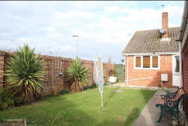 Lovely 2 double bed bungalow