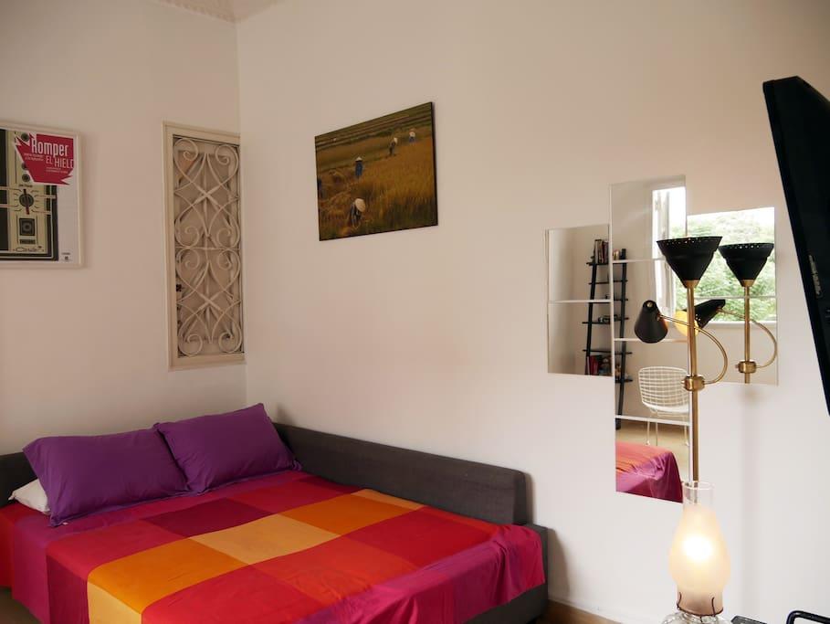 Chambre 1. Canapé-lit Ikea 2 places très confortable