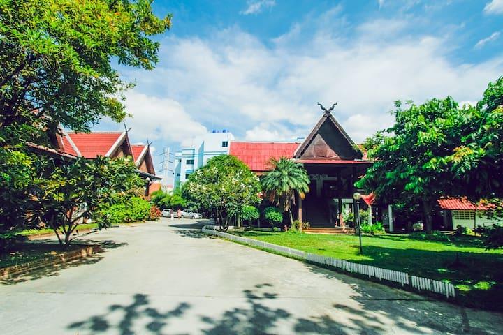 清迈古城柚木别院 花园泳池度假 - Chiang Mai
