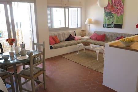 Large and bright, 3 minutes stroll from the beach
