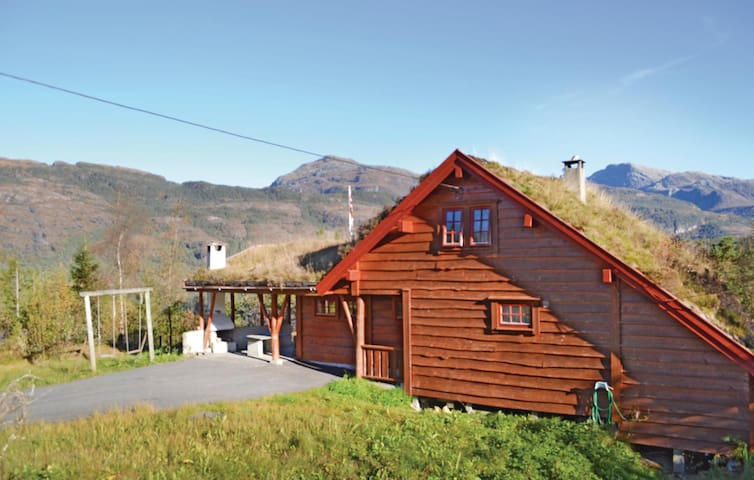 Holiday cottage with 3 bedrooms on 95 m² in Eikelandsosen