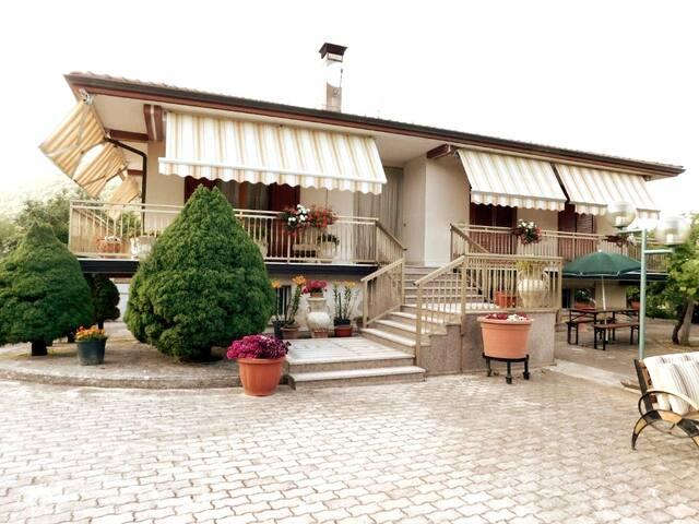 Villa con vista a Montella