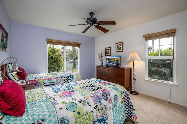 Downstairs Bedroom (2 beds)
