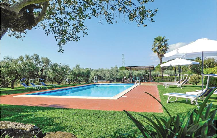Holiday apartment with 3 bedrooms on 116m² in Gavorrano