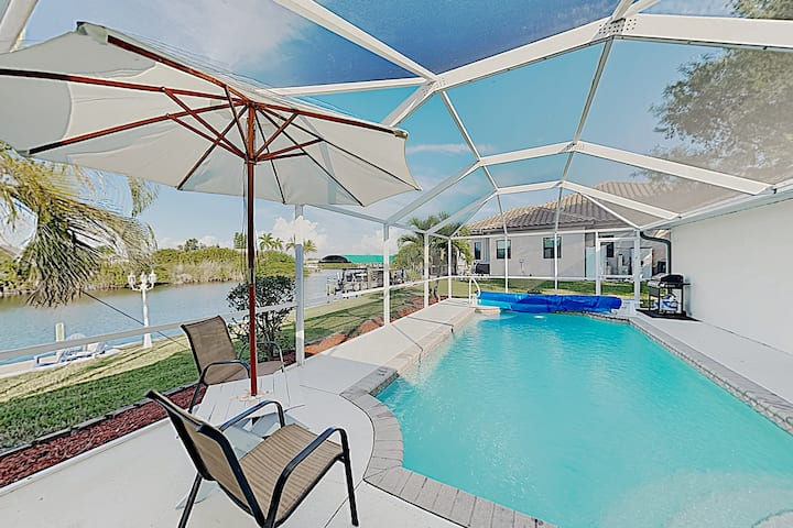 Upscale Home on Canal with Gulf-Access Dock & Pool