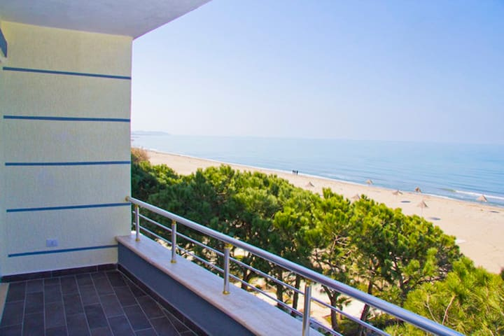 Beachfront 3rd Floor, 180° Seaview - Tirana - Appartement