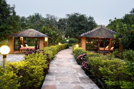Mango Huts - 3 Bedroom Cottage near Imagica - Khopoli