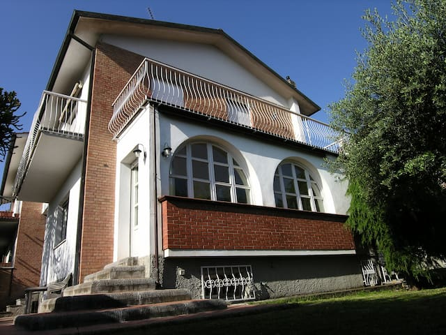 CLASSIC ITALIAN VILLA - Monsummano Terme - House
