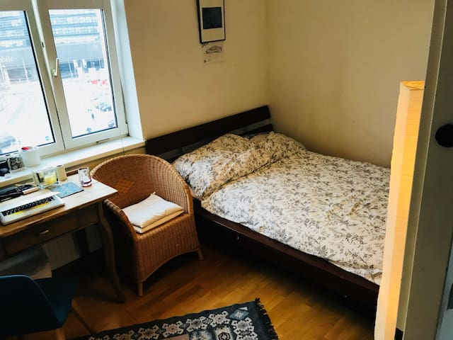 Private room, central - 1km from City Center