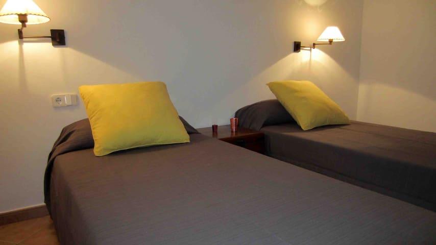 Habitación y baño zona residencial. - llucmaçanes - Mahon