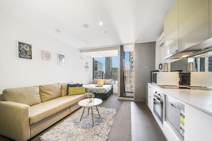 A Charming Studio with Stunning City Views