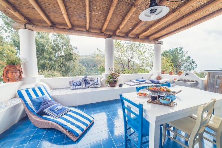 Lipari terrace apartment