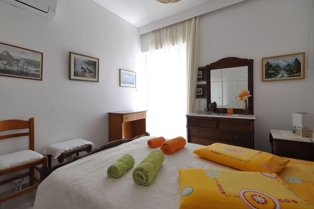 jolie chambre dans un appartement appartements louer ath nes attique gr ce. Black Bedroom Furniture Sets. Home Design Ideas