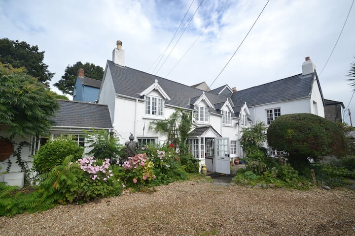 Myrtle Cottage, dog friendly, Appledore