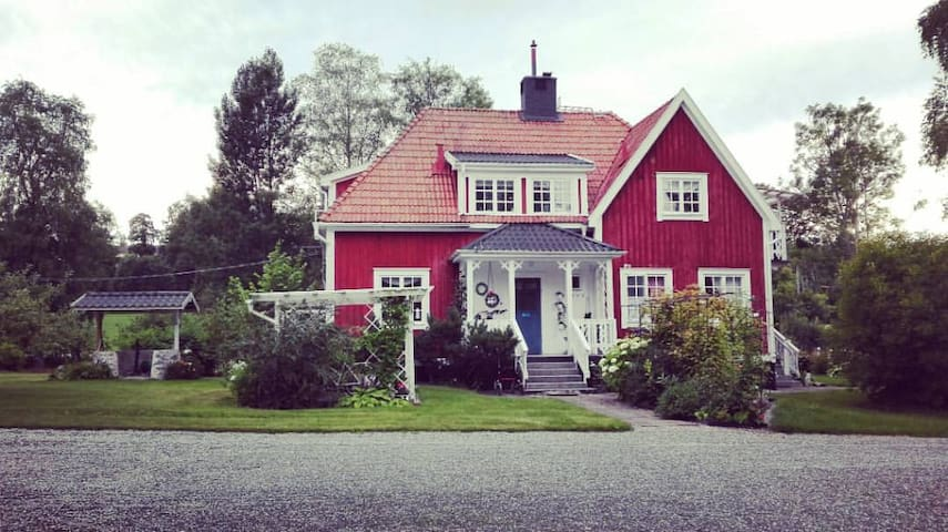Old Swedish House. Close to Lake. 4 Seasons.