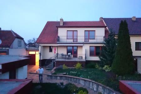 Moderní dům s výhledem na Pálavu - Kobylí  - Haus
