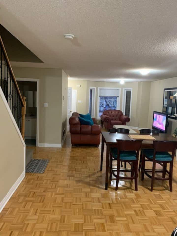 Large Furnished Townhouse in Downtown Whitby