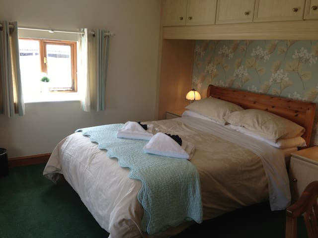 Cosy Double Room Overlooking Mendip Hills