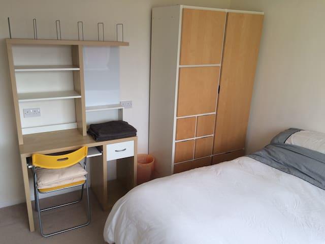 Double room with ample offroad parking, good links - Cubbington - Dům