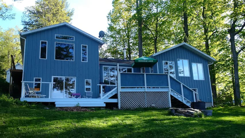 Charleston Lake Premium Cottage With Superb Views