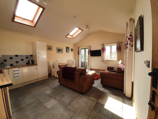 Stunning location, well equipped bungalow.