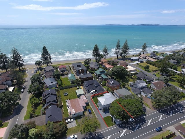 Orewa Holiday Home - A walk away to the beach!