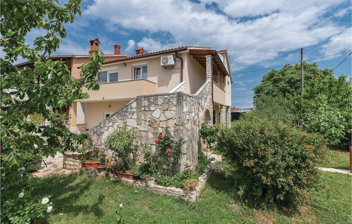 Beautiful home in Muntic with WiFi and 3 Bedrooms