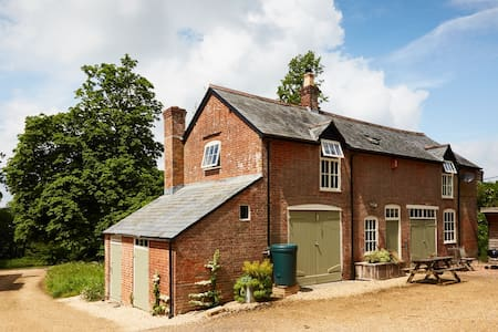 Coach House with direct New Forest access
