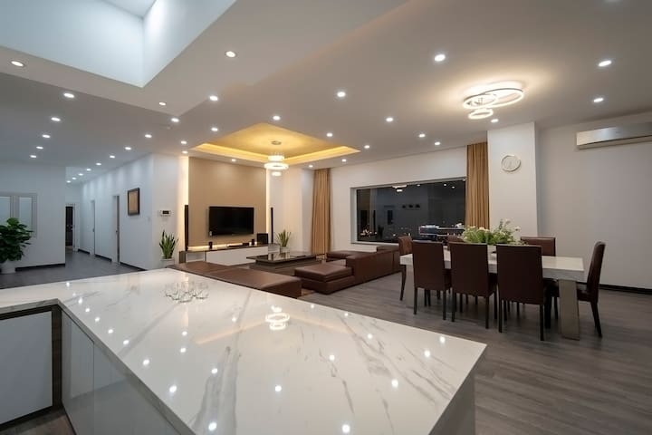 🌆4BR LUXURY PENTHOUSE W/ PRIVATE ROOFTOP BAR