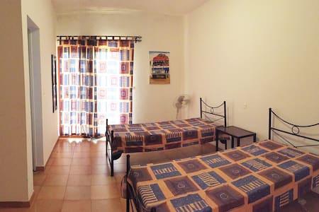 MAISEVA une chambre bleue + petit déjeuner &WIFI - Casa de campo