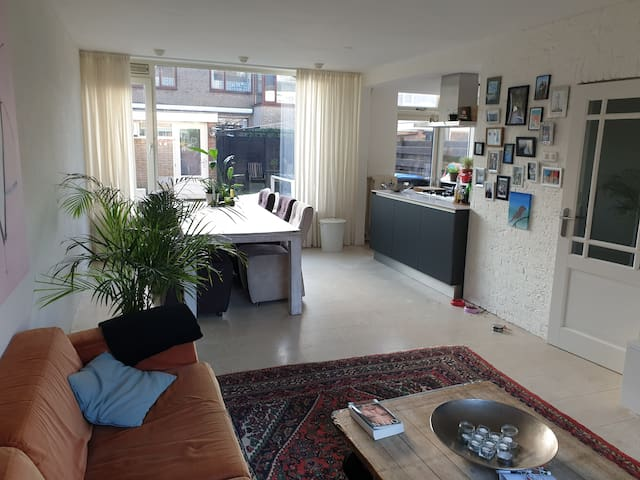 Lichte Eetkamer Tafel.Airbnb Bodegraven Vacation Rentals Places To Stay South