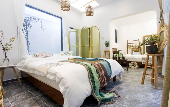 【后生-谷雨】牌坊街精品双大床套房,可住4人。步行一分钟到达牌坊街