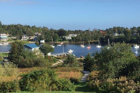 Ocean front cottage in Hubbards Nova Scotia - Hubbards - Kabin