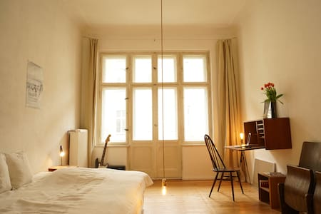 Stylish, 20sqm bedroom with balcony - Berlin