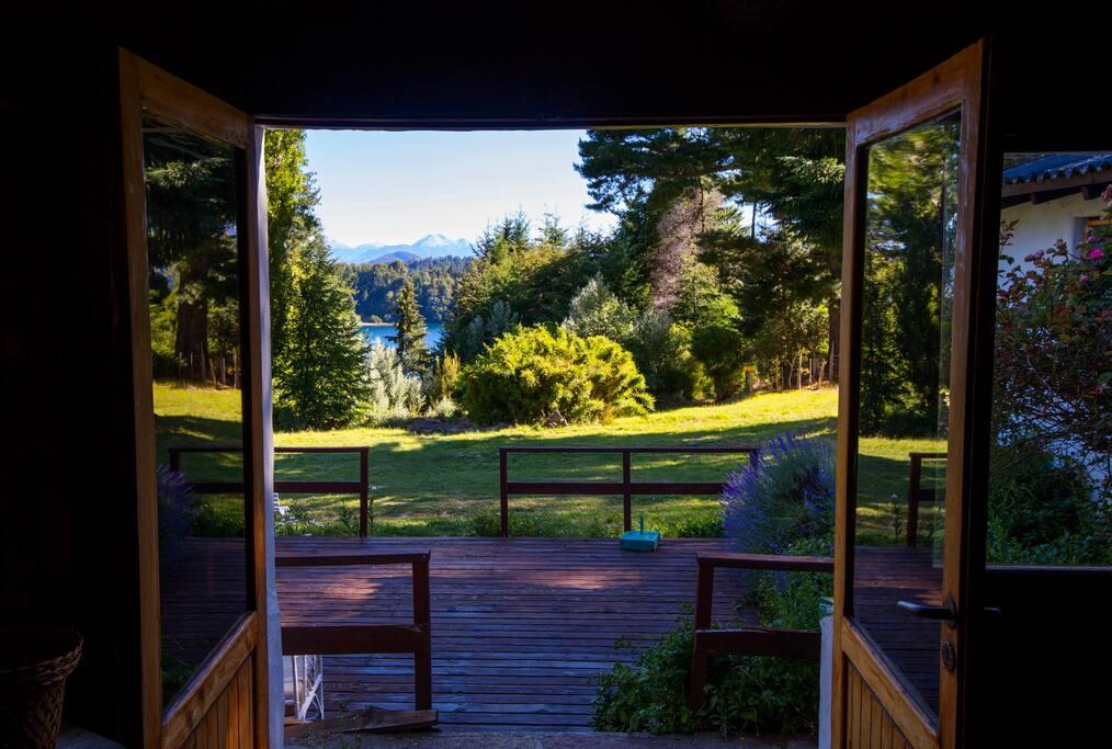Parque y bajada al lago desde nuestro deck