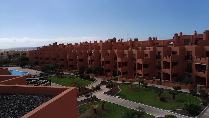 Modern apartment in quiet complex, pool, Wi-Fi