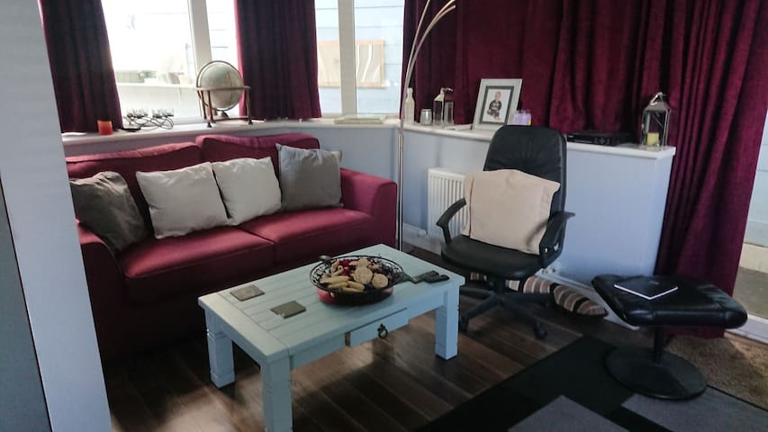 Ivy Lea Whitehall guest suite Cosy modern quiet